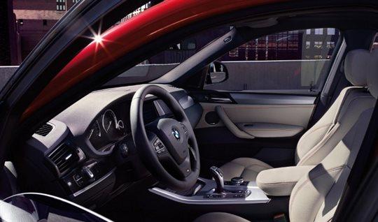 BMWX4 xDrive 28i インテリア