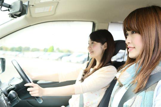 女性の運転